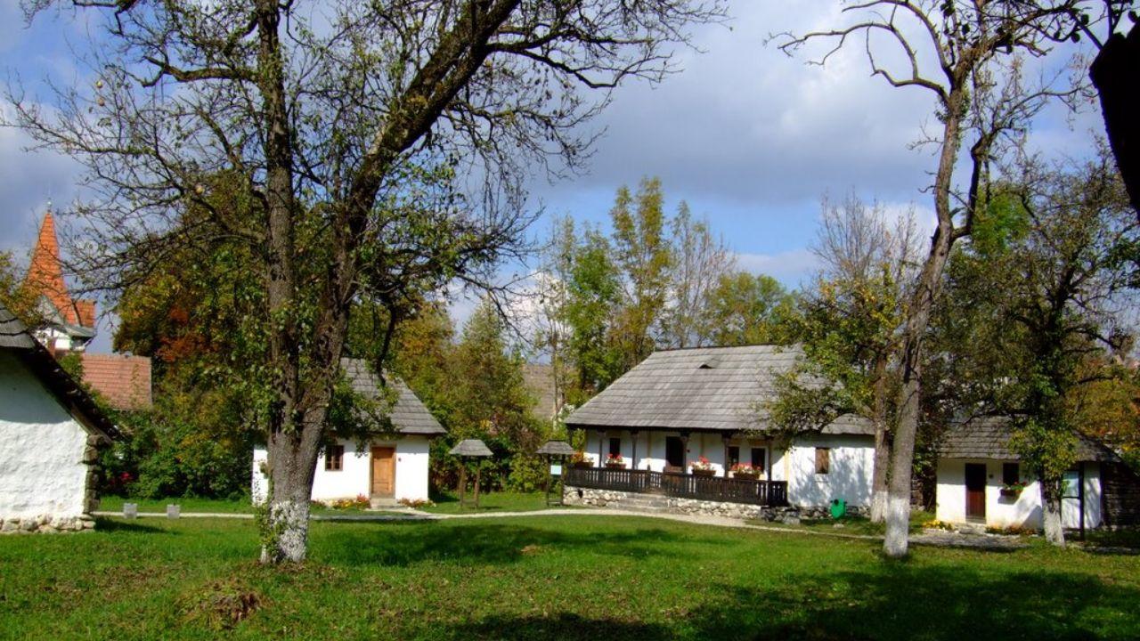 Patrimoniul din Muzeul Satului Brănean NU va fi pierdut